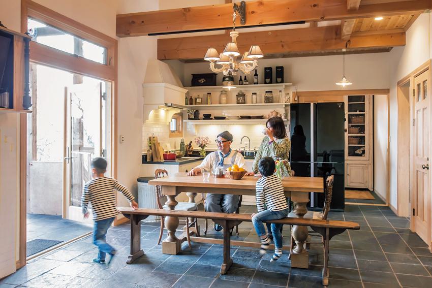 家族が集まる開放感溢れるリビングダイニングキッチン