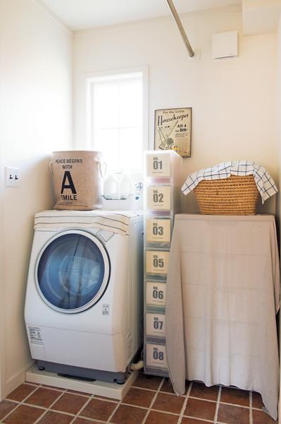 脱衣室兼洗濯コーナー