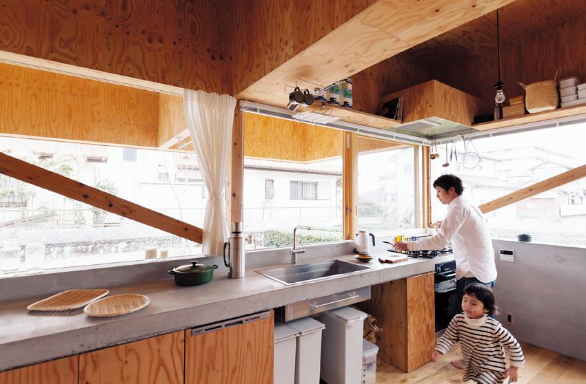 幅広に設計されたキッチン