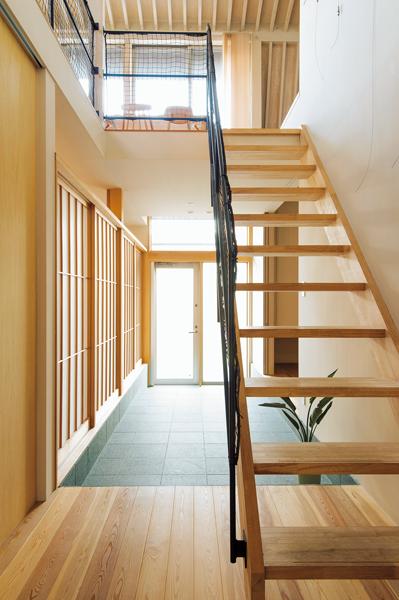 5畳と広めに設計された玄関