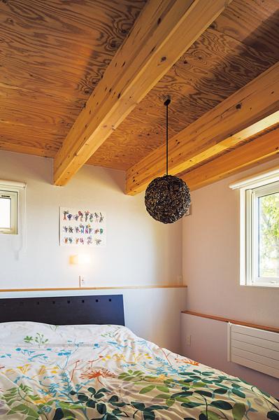天井が低い寝室