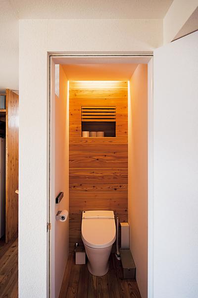 狭いながらリラックスできるトイレ