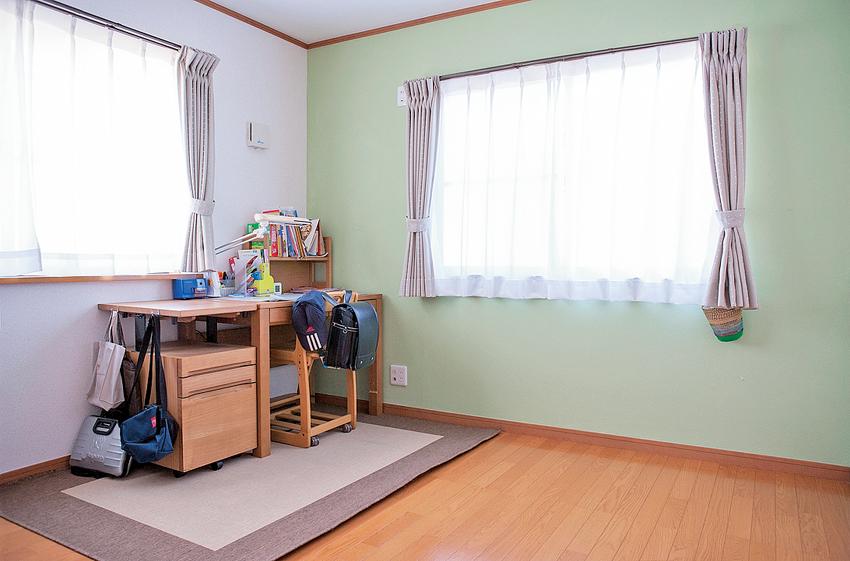 ケイパーという色にペイントされた子ども部屋