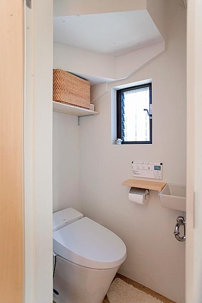 小さな手洗いスペースを設置したトイレ