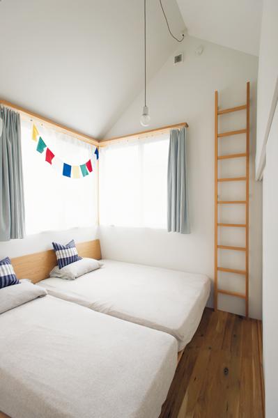 北側のおだやかな光が心地いい寝室